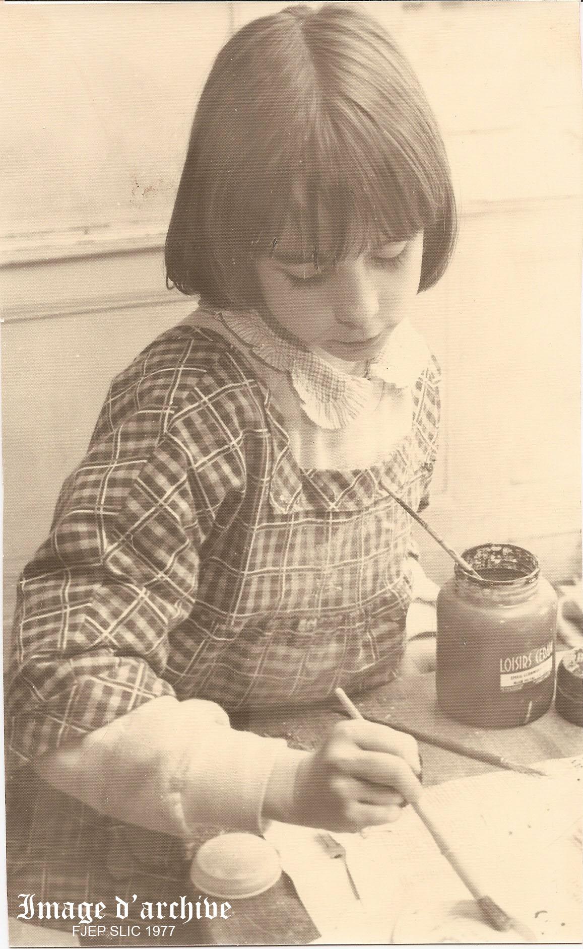 Une élève au travail
